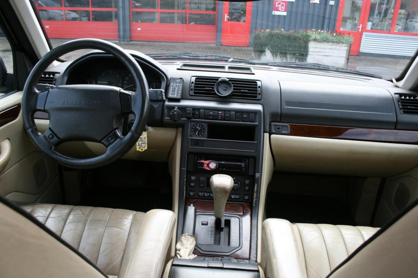Land Rover-Range Rover-16